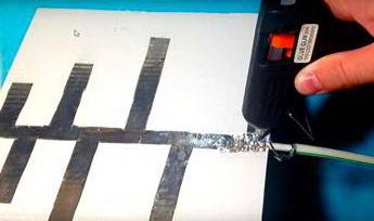 Комнатная ДМВ антенна подсоединяем кабель